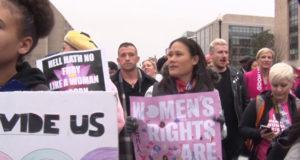Le marcia delle donne americane contro Trump