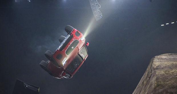 Salto da record per la nuova Jaguar E-Pace